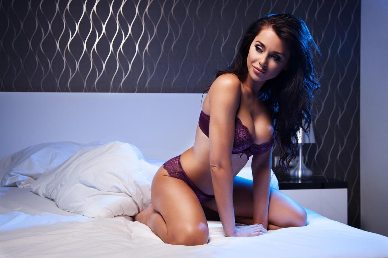 príťažlivé nahé dievča obrázky