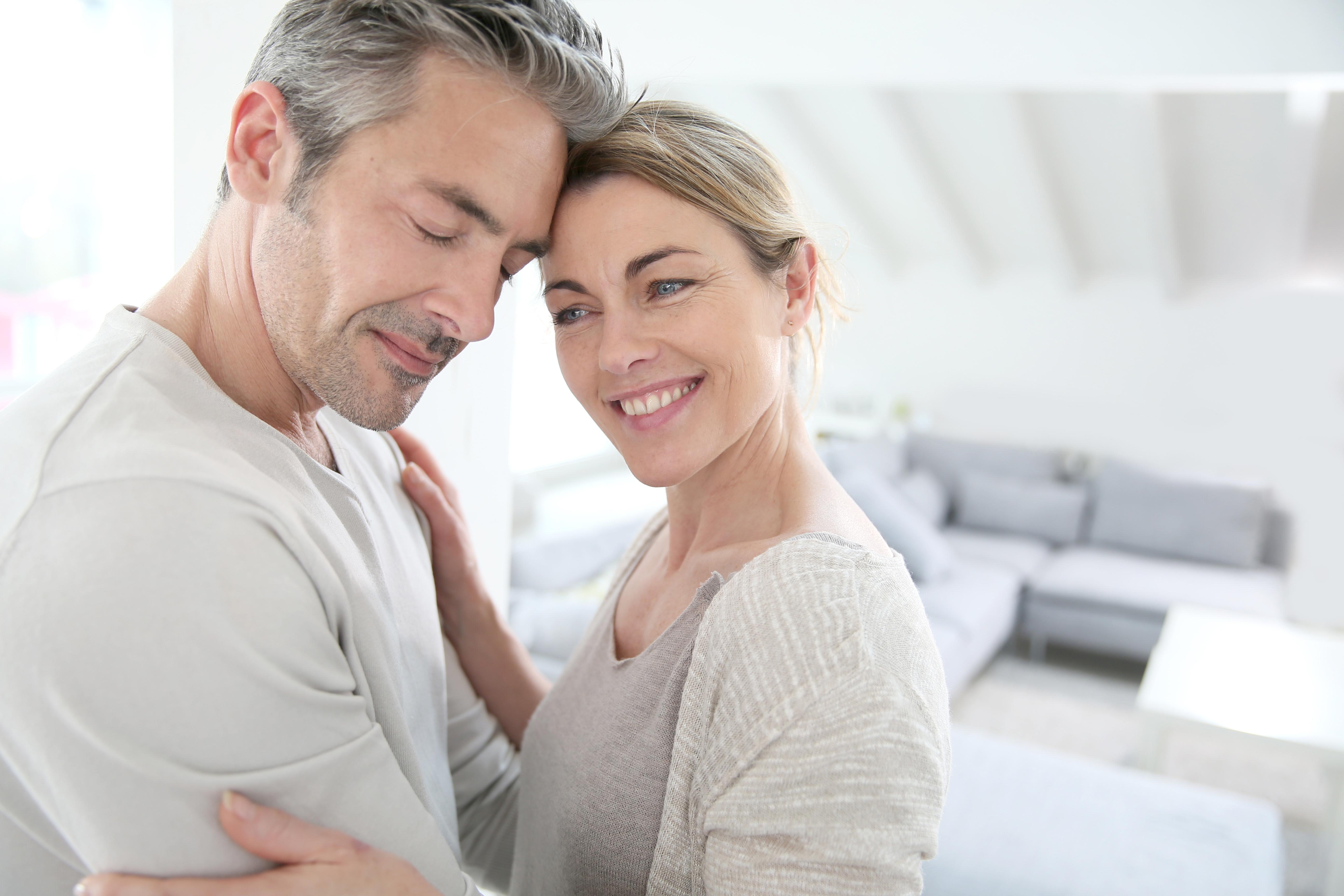 chodit s mužem nad 55 let ložnice datování