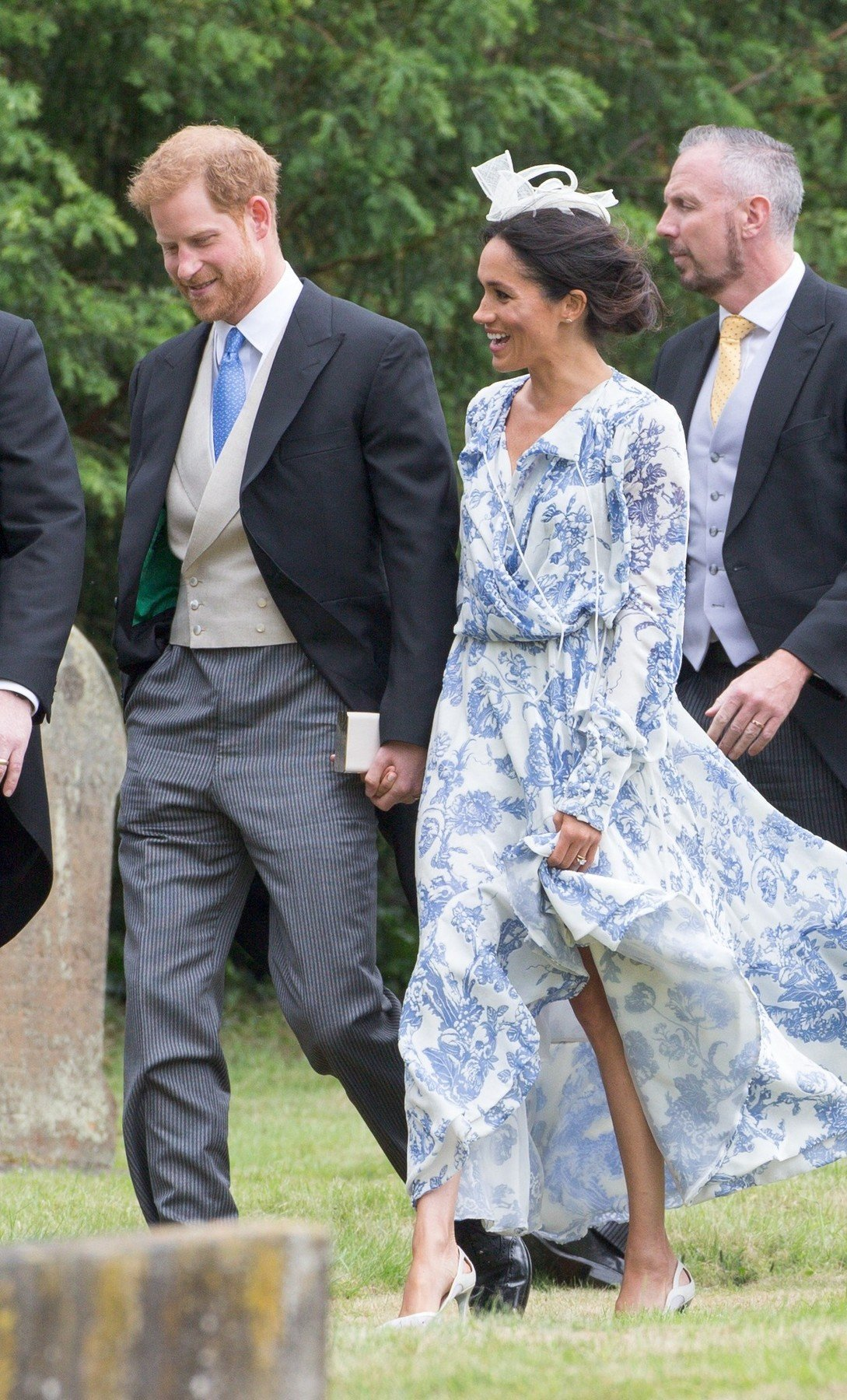 e737e07ab52 Volné šaty vévodkyně Meghan  Má pod nimi snad co skrývat  - Proženy